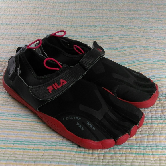 FILA Black Red 10 Five Toes Skele Toes Shoes